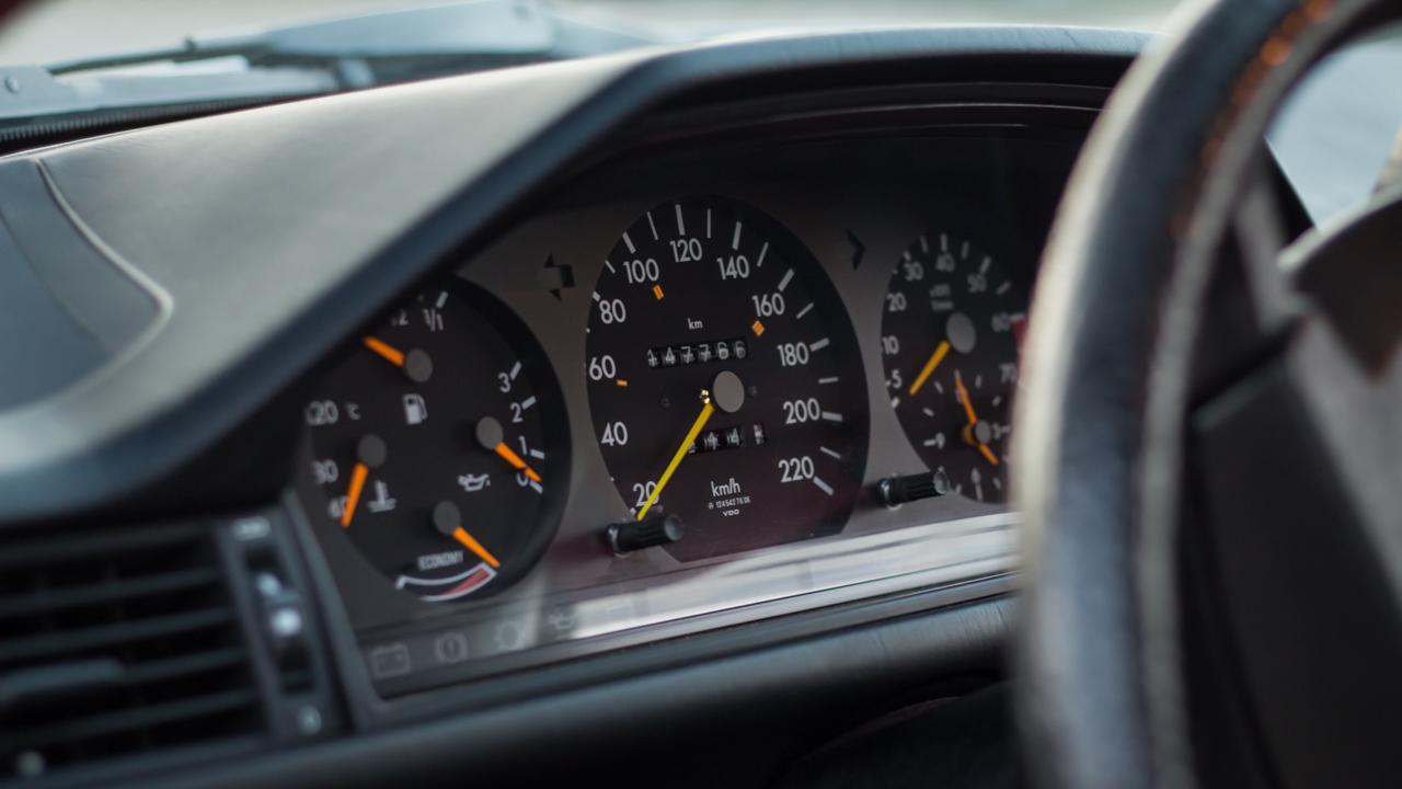 Mercedes-Benz C124 nűszerfal
