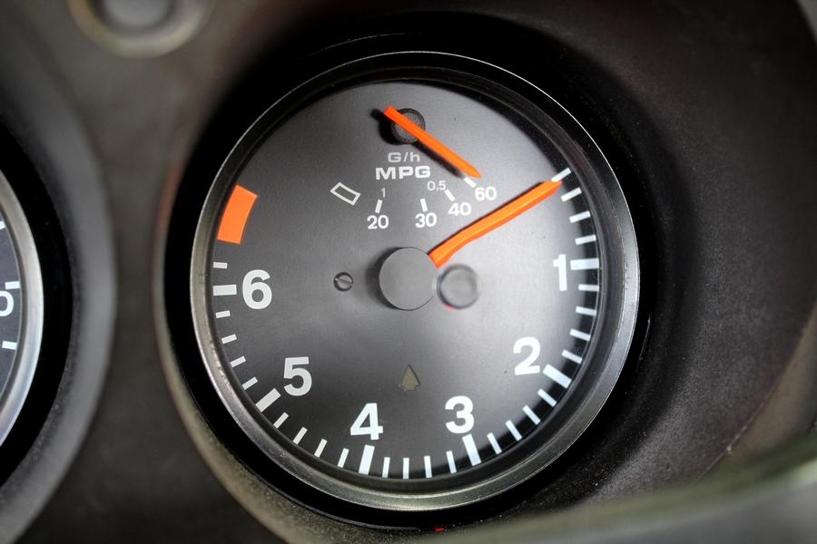 Porsche 924 olajnyomás mérő