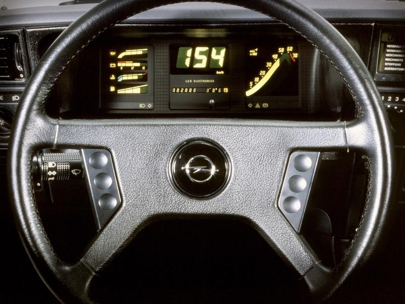 Opel Monza digitális műszerfal
