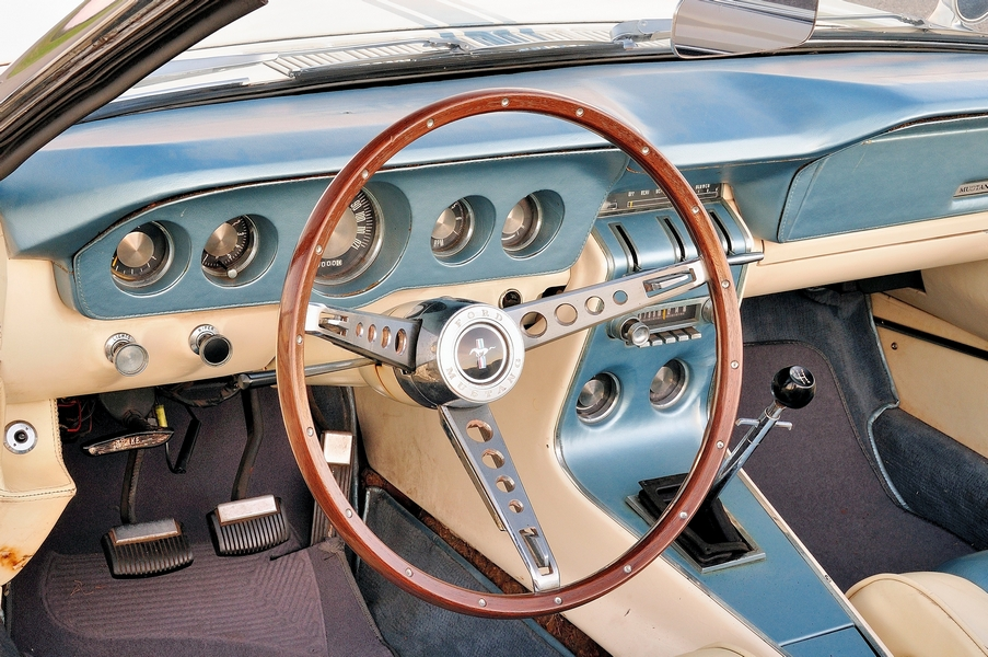 Ford Mustang II Concept műszerfal